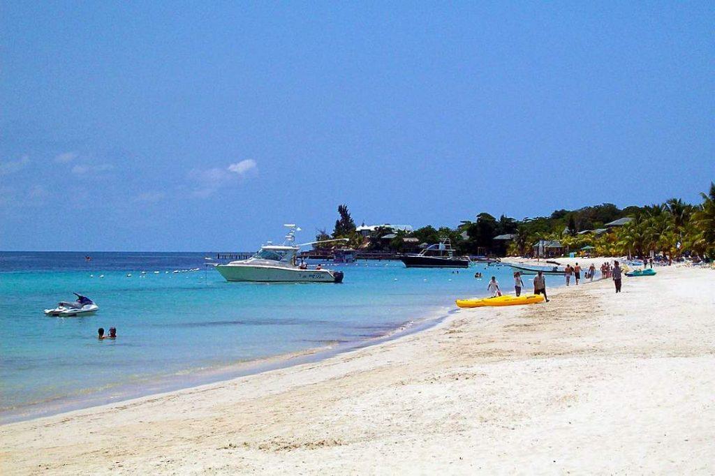 playas de roatan