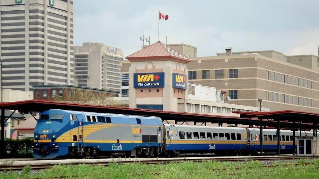 Tren Toronto Montreal
