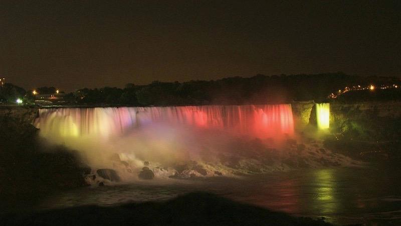 Cataratas den Niagara por la noche